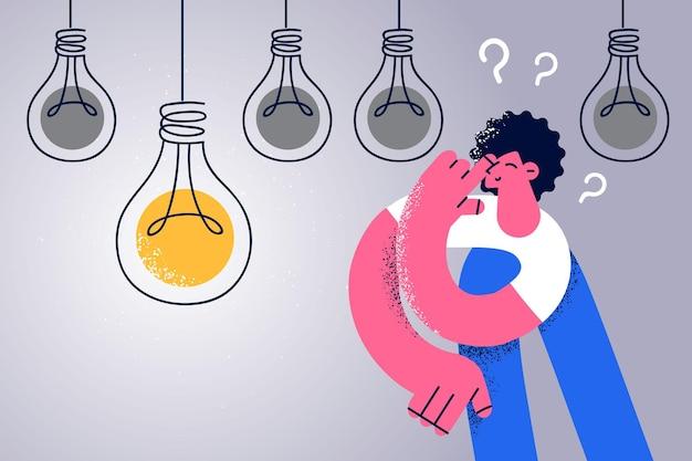 Kreatywność i posiadanie innowacyjnej koncepcji pomysłu. młoda uśmiechnięta kobieta postać z kreskówki stojąca, mająca na myśli świetny pomysł, z żarówką wiszącą powyżej z żółtym światłem nad ilustracją wektorową