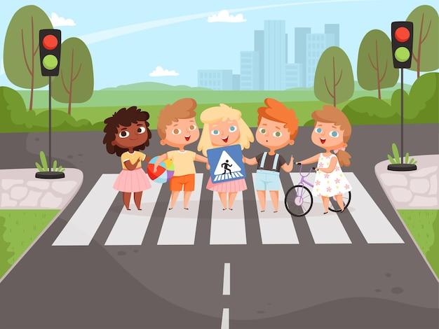 Kręci się na skrzyżowaniu. dzieci uczą się o światłach drogowych i tablicach informacyjnych na ulicy