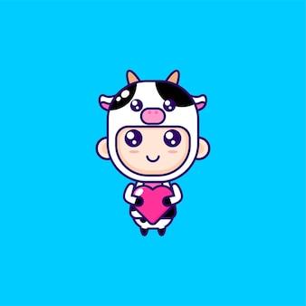 Kreskówka chłopiec ubrany w kostium krowy
