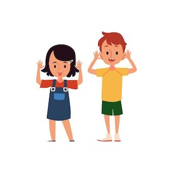 Kreskówka dziewczyna i chłopiec z kpiącym i kpiącym wyrazem twarzy, dzieci ze złym zachowaniem pokazujące język, ilustracja wektorowa płaskiej psoty z dzieciństwa na białej powierzchni