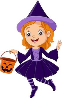 Kreskówka dziewczyna ubrana w kostium czarownicy na halloween, trzymająca wiadro z dyni