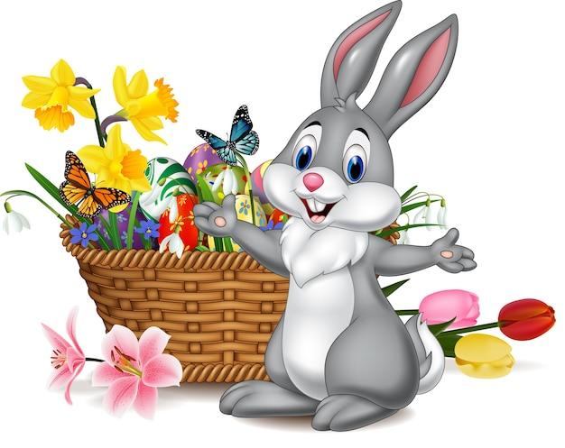 Kreskówka królik z wielkanocnym jajkiem w koszu