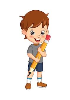 Kreskówka ładny mały chłopiec trzymający duży ołówek