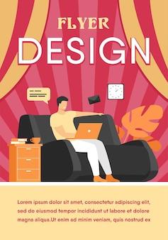 Kreskówka mężczyzna siedzi w domu z laptopem na białym tle płaski szablon ulotki