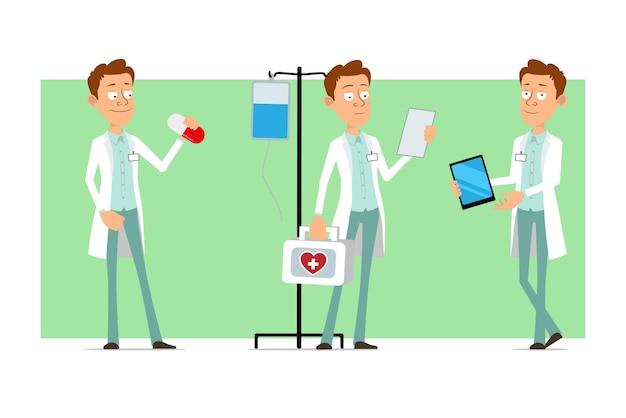Kreskówka mężczyzna śmieszne lekarz postać w białym mundurze z odznaką. chłopiec trzymający pigułkę i niosący apteczkę medyczną.