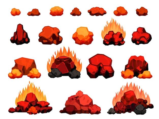 Kreskówka palenie ogniska z kawałkami gorącego węgla drzewnego na grilla. kupie węgiel drzewny z płomieniem na grilla lub bbq. czerwony węgiel do pieca wektor zestaw. sterty i kawałki w ogniu na białym tle