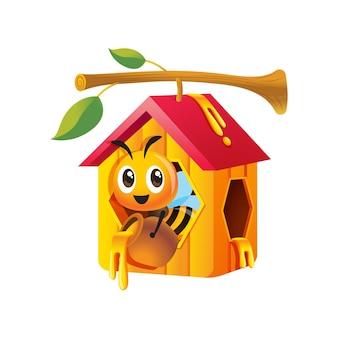Kreskówka śliczna pszczoła trzymająca garnek z miodem i przebywająca w domu o strukturze plastra miodu, który wisi na gałązce drzewa