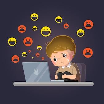 Kreskówka smutny chłopiec ofiarą cyberprzemocy w internecie przed swoim laptopem.