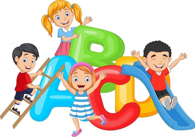 Kreskówka szczęśliwe dzieci bawiące się razem