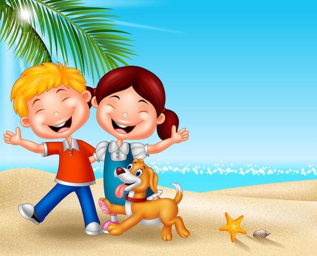 Kreskówka szczęśliwi dzieciaki na plaży