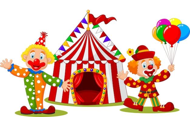 Kreskówka szczęśliwy clown przed namiotem cyrkowym