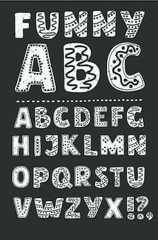 Kreskówka wektor zabawna czcionka z plemiennym ornamentem. alfabet wektor zabawnych ilustracji i plakatów