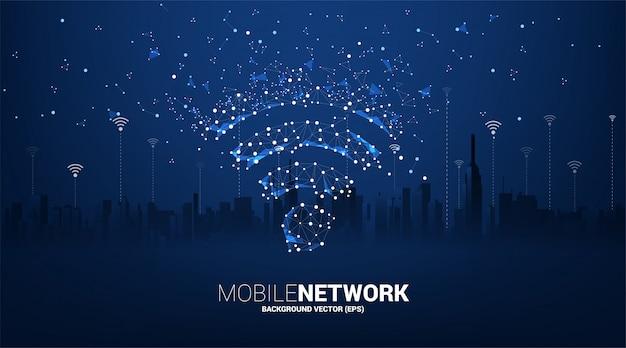 Kropka połączyć ikonę danych mobilnych w stylu płytki drukowanej z tłem miasta. koncepcja przesyłania danych w sieci komórkowej i wi-fi.