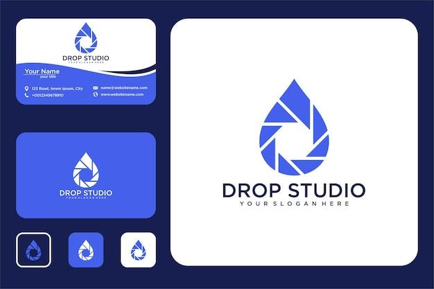 Kropla wody z fotografią projektu logo i wizytówką