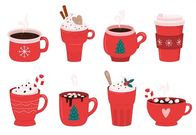 Kubek kawowy na święta bożego narodzenia. kakao z piankami, zimowymi napojami i zestawem filiżanek gorącej kawy espresso