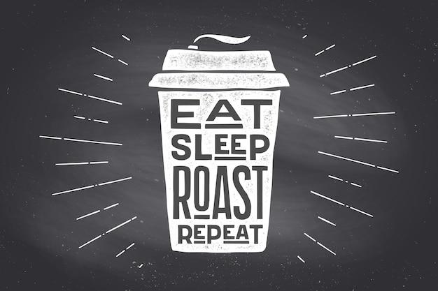 Kubek kawy. plakat filiżanka kawy z ręcznie rysowane napis eat sleep roast powtórz. monochromatyczne rocznika rysowania kredą na tablicy do picia kawy, menu. tablica tło. ilustracja wektorowa