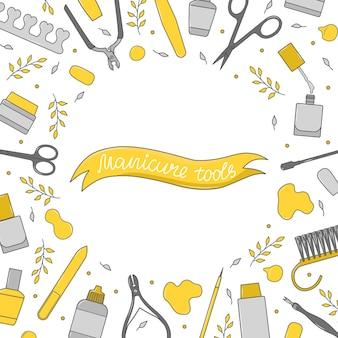 Kwadratowe tło ze sprzętem do manicure. ręcznie rysowane baner z różnymi narzędziami do zdobienia paznokci - nożyczki, lakier do paznokci, pędzel, szczypce do skórek, popychacz, długopis. ilustracja wektorowa kolorowe.