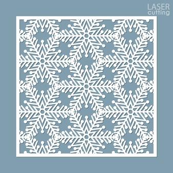 Kwadratowy panel ozdobny wycinany laserowo ze wzorem płatków śniegu.