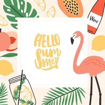 Kwadratowy szablon karty sezonowej z napisem hello summer napisanym kursywą czcionką i ozdobiony liśćmi palm w dżungli, egzotycznymi owocami, różowym flamingiem, tropikalnym koktajlem. ilustracja