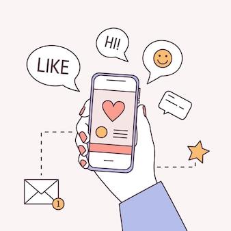 Kwadratowy szablon transparentu z ręką trzymającą smartfon, dymki i symbol nowej wiadomości.