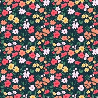Kwiatowy wzór dla. małe kolorowe kwiaty. zielone tło. nowoczesny kwiatowy wzór.