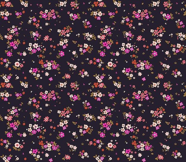 Kwiatowy wzór ładne kwiaty fioletowe tło druk z małymi różowymi kwiatami ditsy print