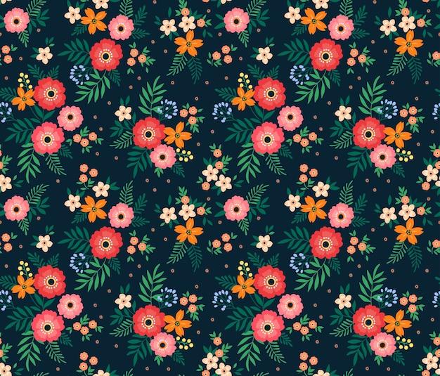 Kwiatowy wzór z małych kolorowych kwiatów.