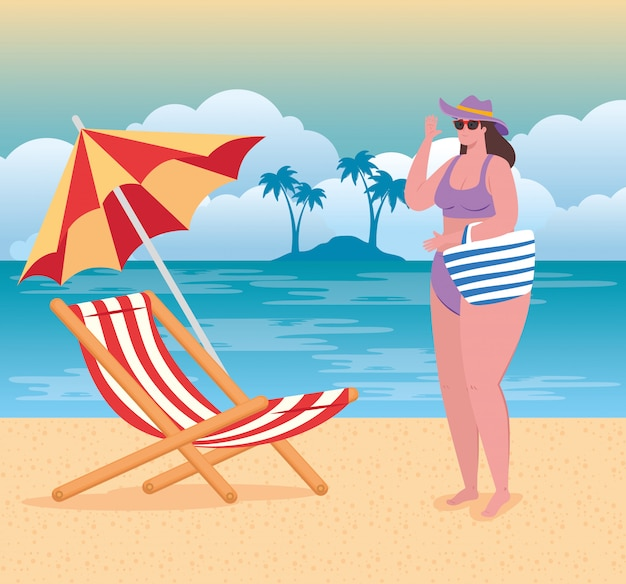 Ładna pulchna kobieta w stroju kąpielowym na plaży, krzesło i parasol, sezon letni