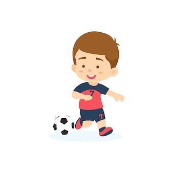 Ładny chłopak gra w piłkę nożną