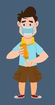 Ładny chłopak nosić maskę i dezynfekujące ręce żelem dezynfekującym