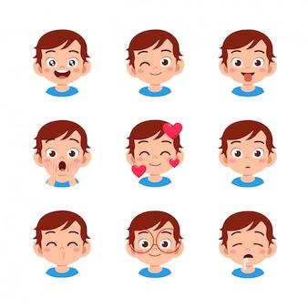 Ładny chłopak z różnych wyrazów twarzy