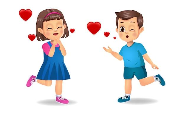 Ładny dzieciak chłopiec daje latający pocałunek do dziewczyny