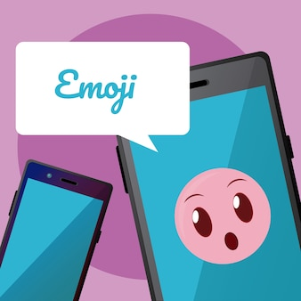 Ładny emoji na ekranie smartfona z bańki czat