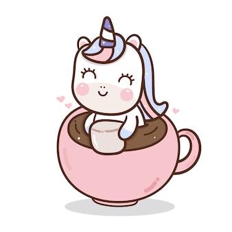 Ładny jednorożca w filiżance kawy