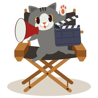 Ładny kot siedzi na krześle reżysera. kot robi film i jest taki szczęśliwy. ładny kot pracujący jako dyrektor. ładny kot w stylu płaski wektor