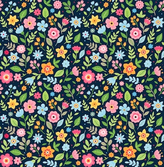 Ładny kwiatowy wzór w małym kwiatku. drobny nadruk. motywy rozrzucone losowo. tekstura. elegancki szablon do nadruków mody. nadruk w małe kolorowe kwiatki. ciemnoniebieskie tło.