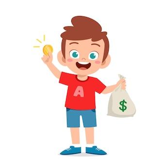 Ładny mały chłopiec dziecko nosi worek gotówki i monet