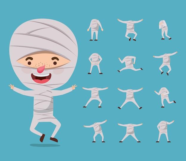 Ładny mały chłopiec z mumia kostium i zestaw ikon
