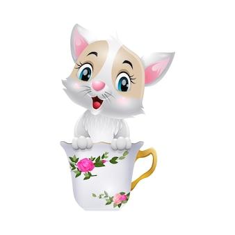 Ładny mały kot kreskówka siedzi w filiżance