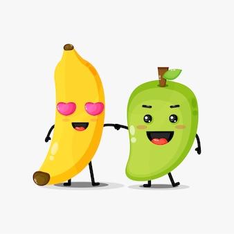 Ładny maskotka banana i mango, trzymając się za ręce