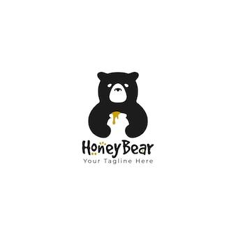Ładny niedźwiedź trzymać ogromny słoik miód sylwetka czarny logo maskotka postać z kreskówki ilustracja. wektor