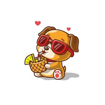 Ładny pies pić sok ananasowy na białym tle