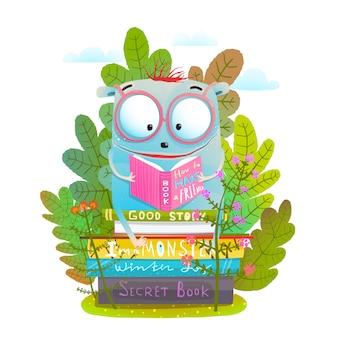 Ładny potwór w okularach, czytanie książki