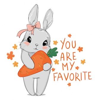 Ładny szary królik i różowy łuk trzyma marchewkę na białym tle.