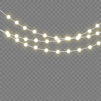 Lampki świąteczne na białym tle realistyczne elementy. świecące światła na święta bożego narodzenia