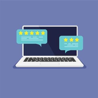 Laptop z oceną recenzji na ekranie przeglądanie przemówień w dymku z ocenami na ekranie komputera