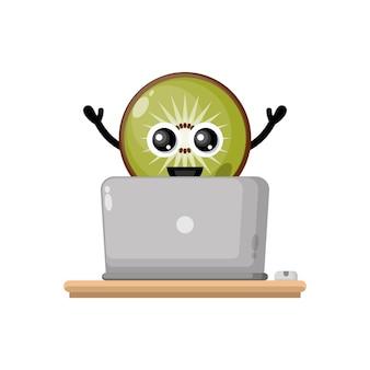 Laptop z owocami kiwi urocza maskotka postaci