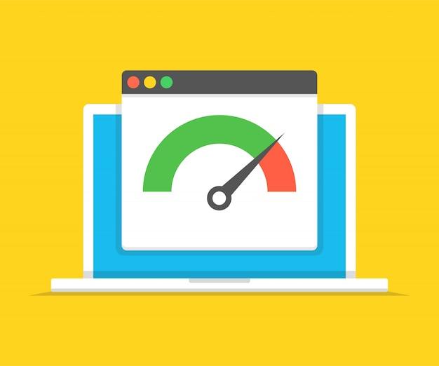 Laptop z testem prędkości na ekranie