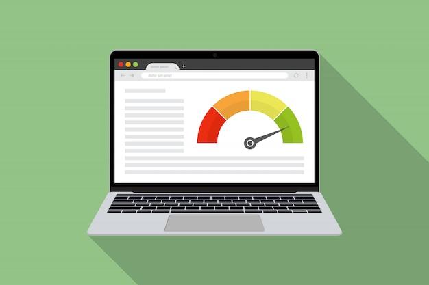 Laptop z testem prędkości zasilania internetowego w płaskiej obudowie