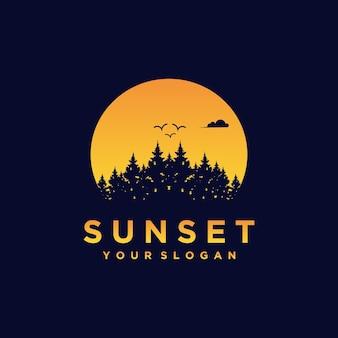 Las nocny, las o zachodzie słońca, kreatywna inspiracja logo